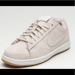 detailed look 800cb 3abd1 Nike Shoes - NIKE WOMENS TENNIS CLASSIC ULTRA PRM SHERPA PACK
